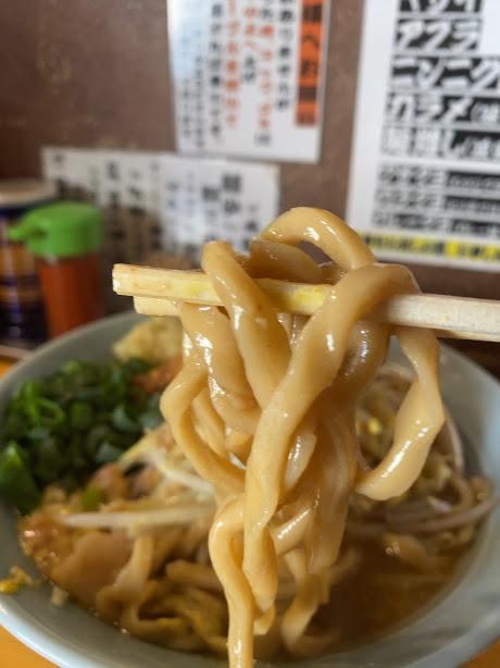 板橋本町のラーメン慶次郎本店の麺をリフト