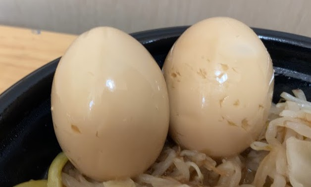 ローソンの二郎系チルド麺「豚醤油ラーメン」を実食!にたまご