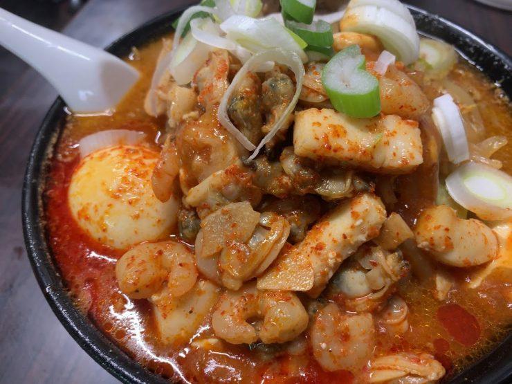 蒲田の荒木屋で限定メニューの愛海鮮五目麻婆麺と激ヤバチャーシュー9