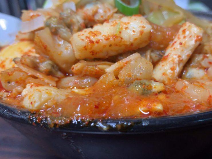 蒲田の荒木屋で限定メニューの愛海鮮五目麻婆麺と激ヤバチャーシュー10