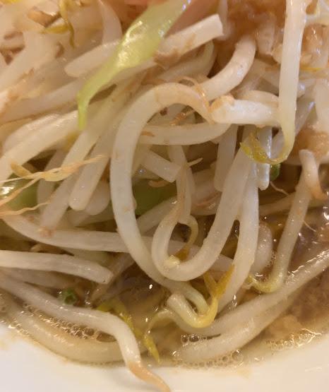 松山の二郎系『豚麺アジト』・モヤシ