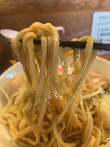 松山の二郎系『豚麺アジト』・リフト