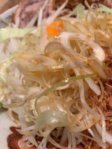 ラーメン豚山中野店で汁なし-ネギ