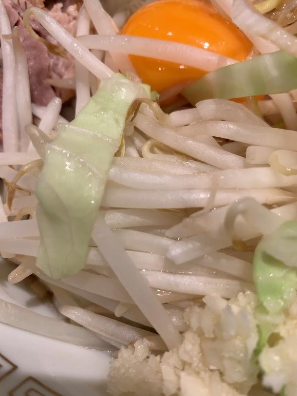 ラーメン豚山中野店で汁なし-まるでタイのモヤシ