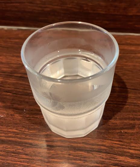 高田馬場のピコピコポンで冷やし中華-お水