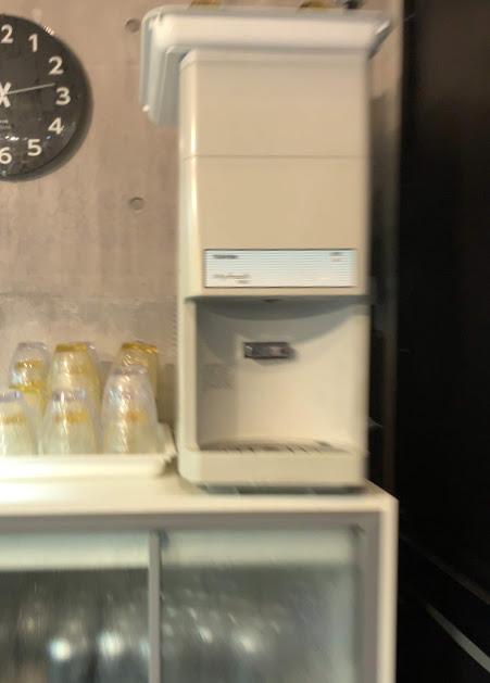 板橋・大山の自家製麺No11でラーメン-給水器