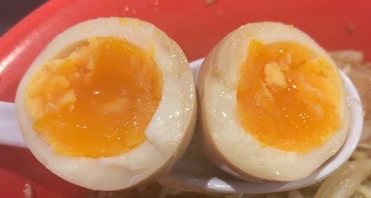 恵比寿ブタメン早稲田店でまぜそば-味玉