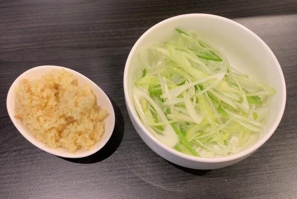 恵比寿ブタメン早稲田店でまぜそば-ショウガ&ネギ
