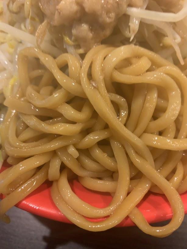 恵比寿ブタメン早稲田店でまぜそば-麺