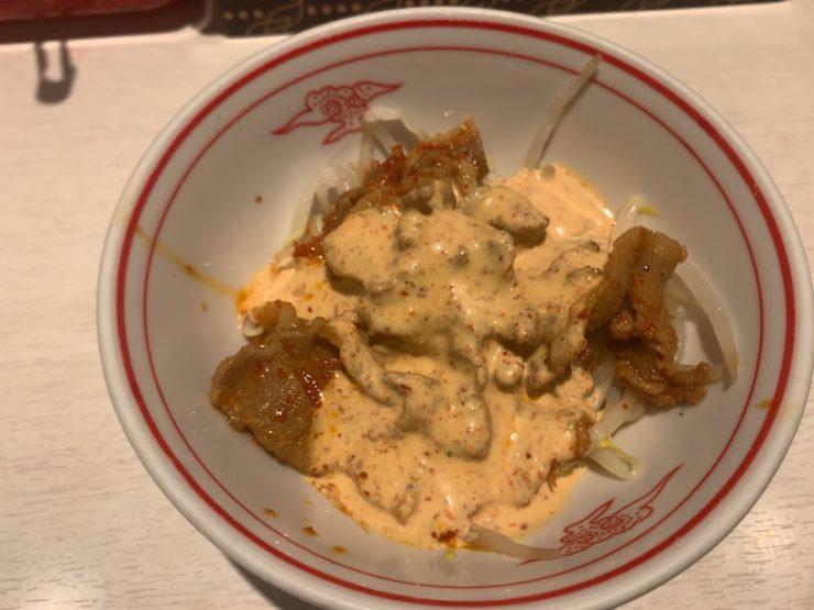 中本新宿で汁なしインドラーメン-マヨ辛子肉