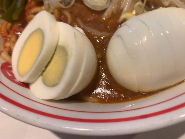 中本新宿で汁なしインドラーメン-ゆで玉子