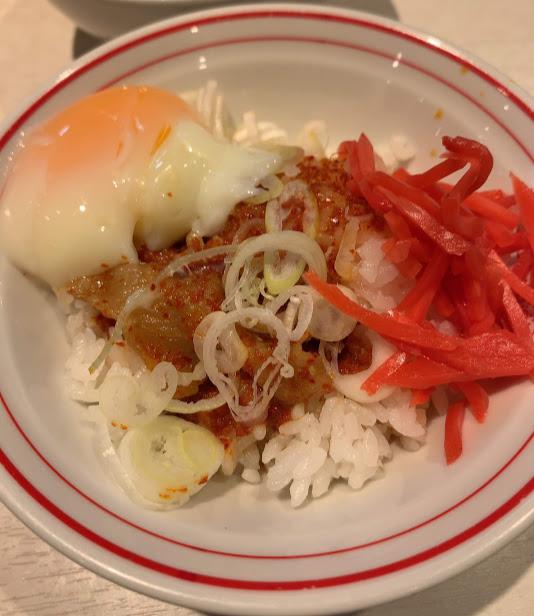 中本新宿で汁なしインドラーメン-卵かけご飯